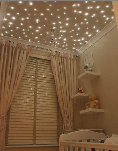 deco plafond chambre ambiance chambre bébé beige idée chambre bébé mixte