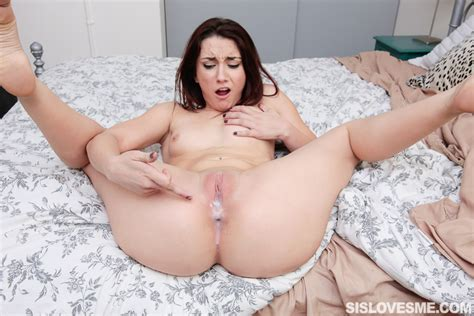 Horny Girlfriend Mandy Muse Suck Huge Cock On Her Knees