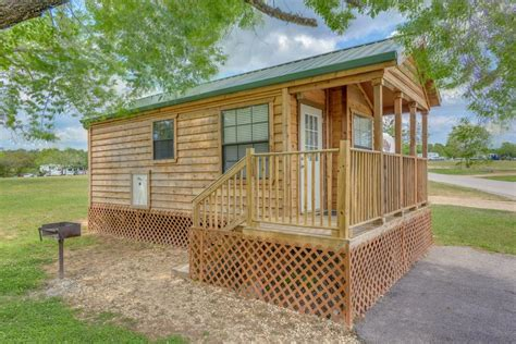 lake conroe cabins lake conroe cing resort cabin 2 willis tx booking