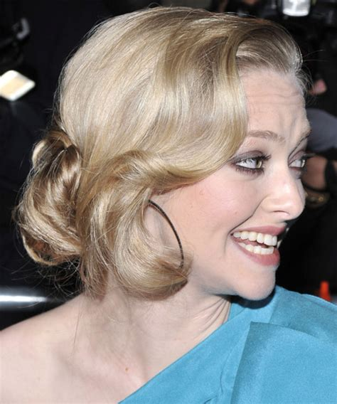 amanda seyfried long curly light honey blonde updo