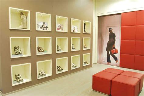 arredamento negozio calzature arredamento negozi abbigliamento e calzature biella