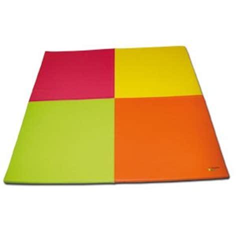 tapis mousse enfant motifs damiers 200x200cm