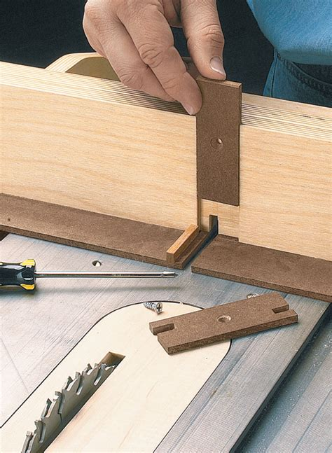 adjustable box joint jig woodworking project woodsmith plans