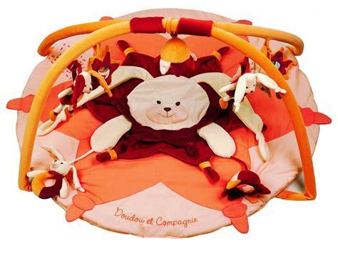doudou et compagnie tapis d 233 veil lapin orange