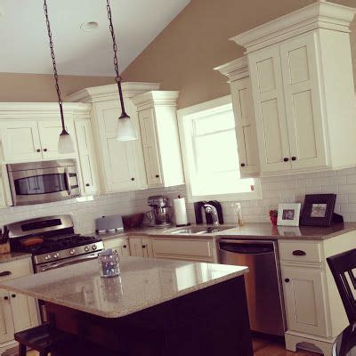 white kitchen cabinets with crown molding 1000 ideas about crown molding kitchen on 2071