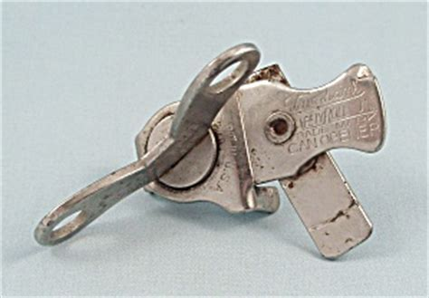 Vaughan's   Safety Roll Jr.   Can Opener, 1920's Patent