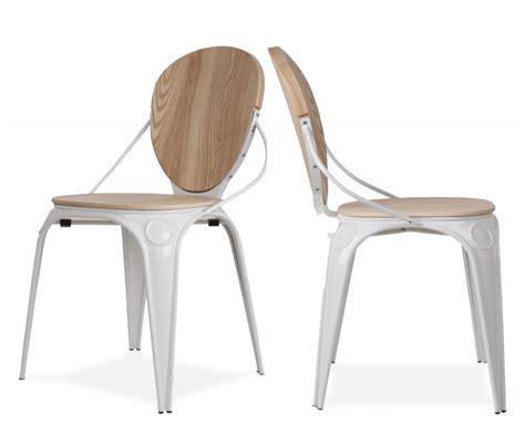 chaise bois et blanc chaise scandinave en bois brut et métal blanc