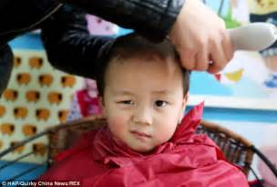 Children undergo traditional 'lucky haircuts' in China