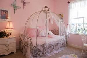 Deco Chambre Fille Princesse : deco chambre fille princesse disney ~ Teatrodelosmanantiales.com Idées de Décoration