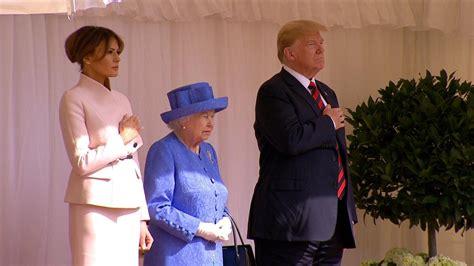 lady melania trump wears pink  meet queen elizabeth  edition