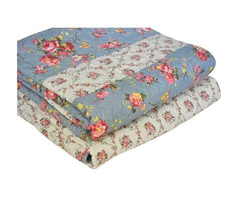 boutis pour canapé jeté de canapé en boutis bleu roses anglaises demeure et