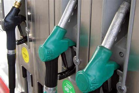 hausse prix carburant vers une nouvelle hausse des prix des carburants d 232 s le 1er d 233 cembre