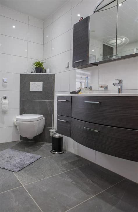 Herrlich Badezimmer Ideen Weis Herrlich Bad Grau Wei 223 Gefliest Die 25 Besten Graue