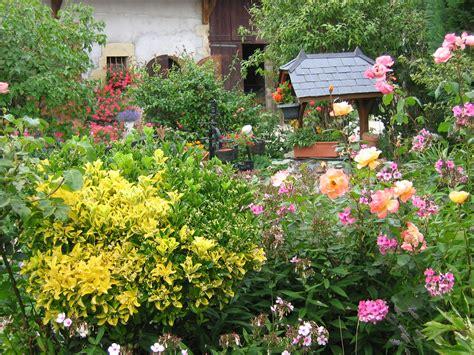 Filemontagnyleslanches  Jardin Fleurijpg Wikimedia