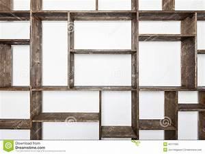 Prateleiras Rústicas Do Estilo Na Parede Branca Foto de