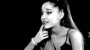 Ariana Grande Moonlight GIF - Find & Share on GIPHY
