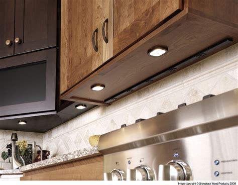 Cabinet Lighting Mold by Showplace Cabinets Kitchen Traditional Kitchen
