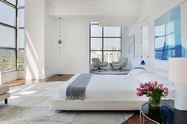 chambre parentale bleue suite parentale spacieuse et lumineuse bleue et blanche