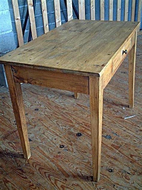 bureaux anciens brocante table bureau en hêtre ancienne avec tiroir couleur clair