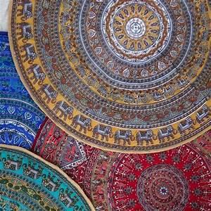Tapis Rond Mandala : 25 best ideas about petit tapis on pinterest tapis en pompon pompom rug and que faire ce weekend ~ Teatrodelosmanantiales.com Idées de Décoration