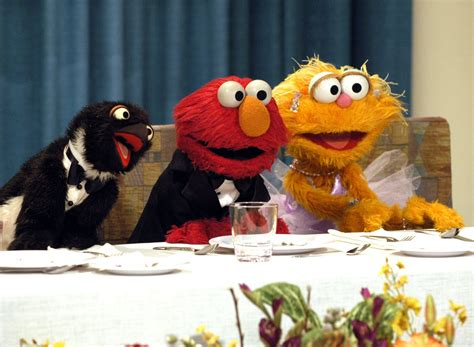 In the episode how the test was won, clancy's son ralph finds a rat and says i'm playing with elmo. Elmo Play Zoe Says : Sesame Street Elmo And Zoe Sing Share ...