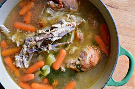 cuisiner l馮er chicken carcass stock