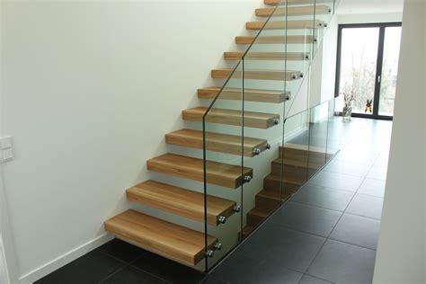 garde corps escalier pose d un escalier autoporteur futura d un habillage de marche et d un garde corps en verre