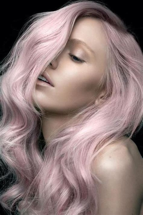 coloration cheveux rose pastel signe son grand retour