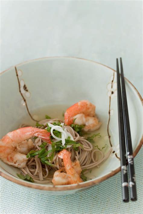 apprendre à cuisiner japonais nouilles soba au dashi et tempura de crevettes où