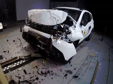 crash test dacia duster 2017 dacia duster scores 3 rating in ncap crash