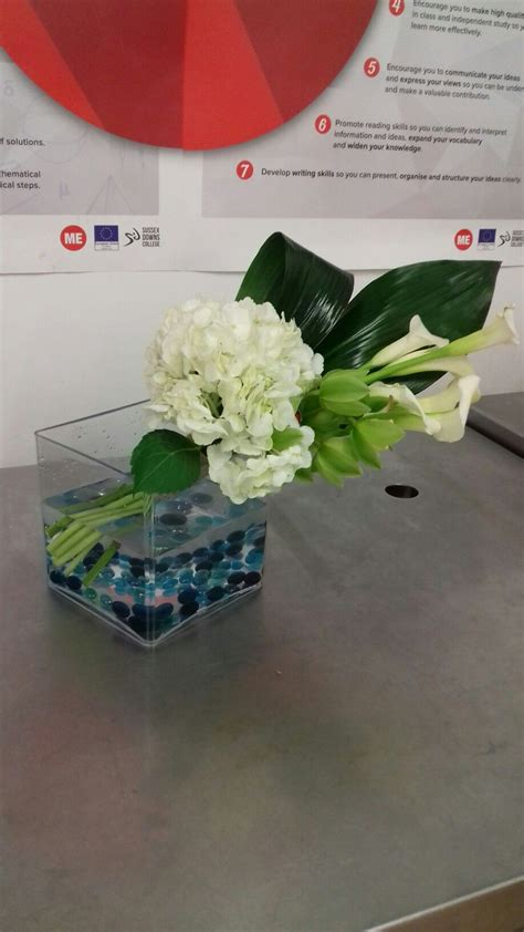 pin by minnie drumond on own flower arrangements table