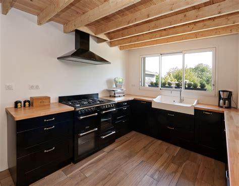 pianos de cuisine cuisine intemporelle avec piano de cuisson et évier timbre