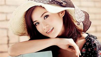 Charlene Choi Celebs Snake