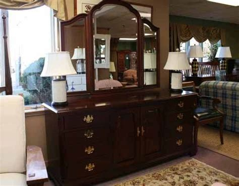 Thomasville Bedroom Furniture 1980s Home Thomasville Dresser Is A Deal