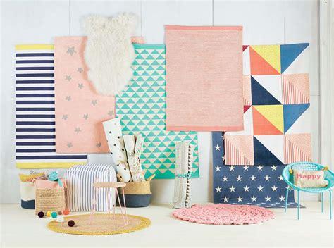 tapis chambre enfants tapis chambre fille rangement et toiles papier