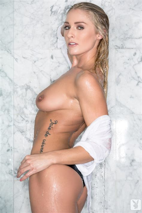 Hot Blonde Plays Amazingly Hot With Her Nude Forms Under