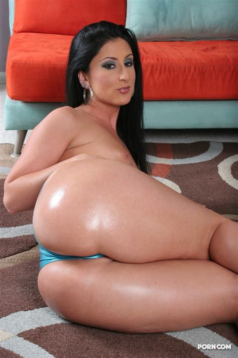 Bootylicious Bikini Babe Luscious Lopez Spreads Her Pussy
