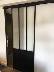 porte coulissante dans une salle de bain facon verriere With porte de douche coulissante avec renovation salle de bain 67