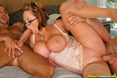 Sexy Katie Kox In Working A Double 100 Free Reality