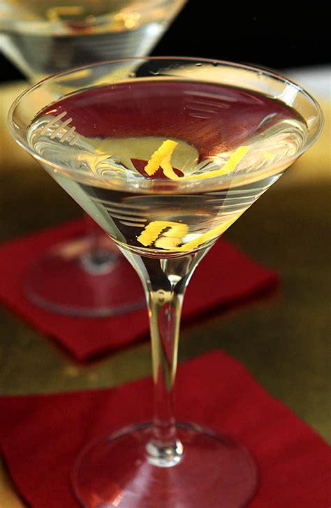 vodka martini robert de niro 39 s vodka martini with a twist creative