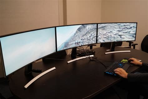 PC gaming on Samsung's curved monitors