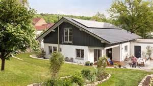 Haus Mit Satteldach 25 Grad : bungalow mit satteldach e 15 264 1 schw rerhaus kg www ~ Lizthompson.info Haus und Dekorationen