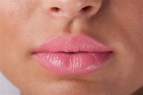 How To Correctly Use Makeup On The Lips  Beauty Essential