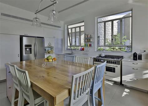 7 x 9 kitchen design ריאה ירוקה באמצע הבית שיפוץ בית בכפר בן נון בניין ודיור 7377