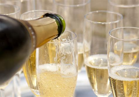 bicchieri prosecco how to buy fizz an expert s guide to chagne cava and