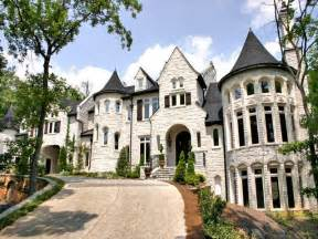 Castle Type Homes Pictures by 1000 Images About Castle Style Homes On