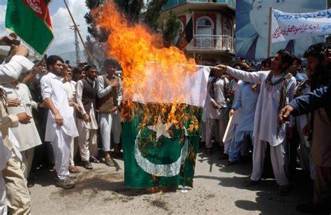 afghans burn pakistani flag   independence day