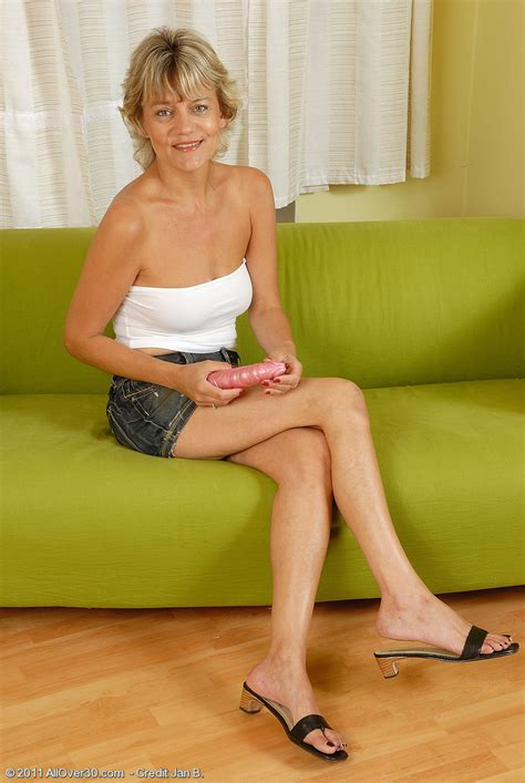 Year Old Sherry D Glides A Large Dildo Into Her Hot