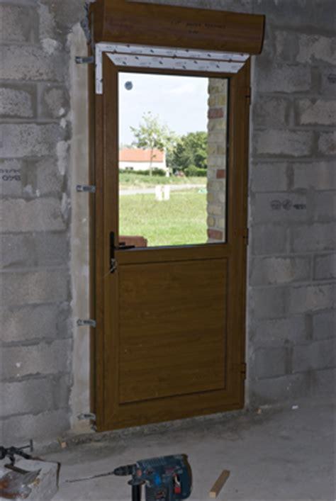 d 233 pose porte d 28 images pose d une porte d entree bj menuiserie fenetre porte