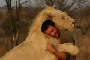 The Wild Hug : lion whisperer gets up close and personal with wild lions ~ Eleganceandgraceweddings.com Haus und Dekorationen